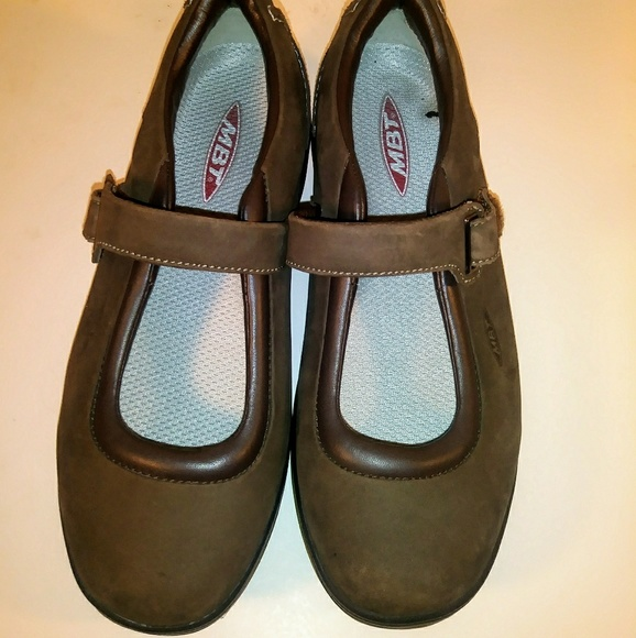 e6f6b1af9cf0 MBT Women s Kaya Chocolate Casual Shoes Size 8.5. M 5bdbaeccc9bf503d94572824